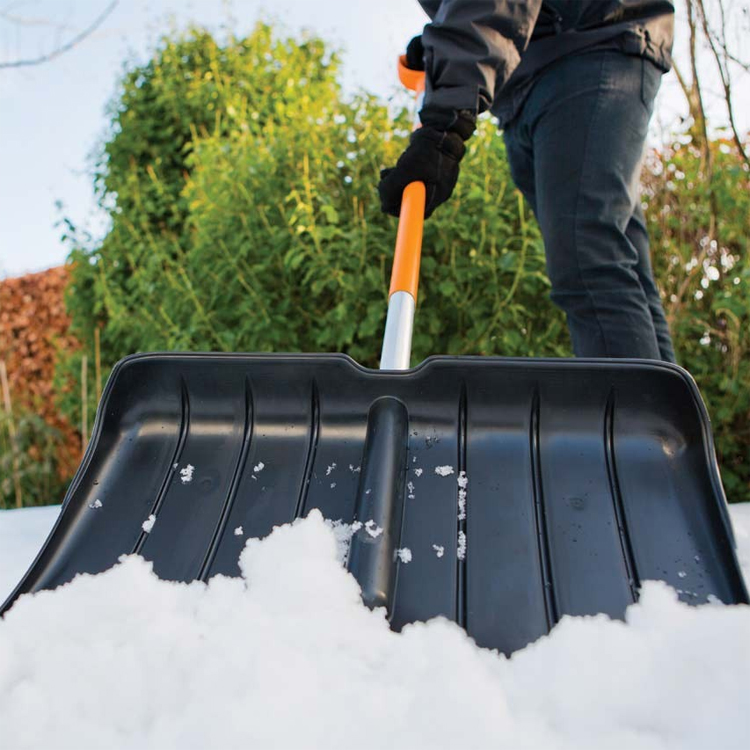 Нива с ножом для уборки снега